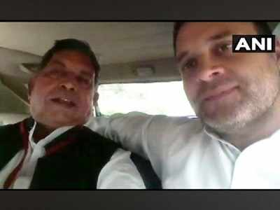 Rahul Gandhi takes injured journalist to hospital