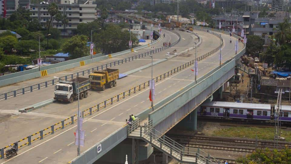 At railway junctions , 250 flyovers to ease congestions
