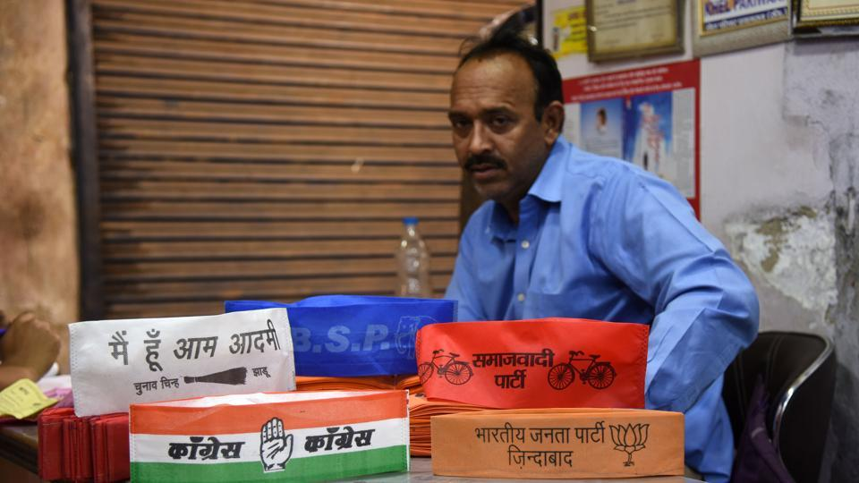 Lok Sabha Elections 2019: Gandhi cap changes colours, but still a fad