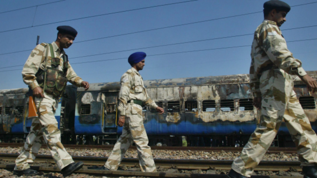 Indian court acquits 4 Hindus in blast on train to Pakistan