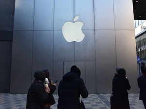 Apple will hang up on older models, small stores to retain premium edge